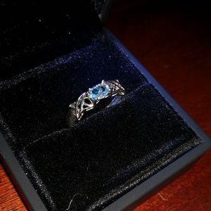 Jewelry - Blue topaz ring